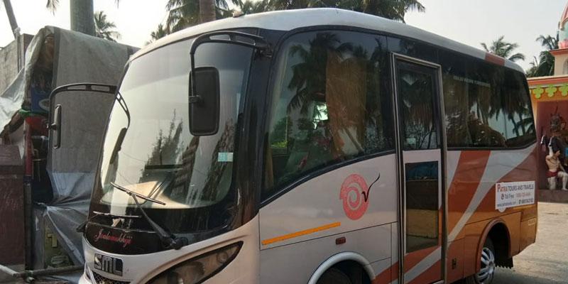 13-seater-sml-coach-odisha